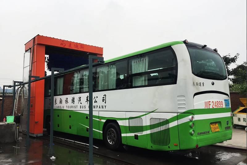 四川省德阳市往复式大巴洗车机安装案例