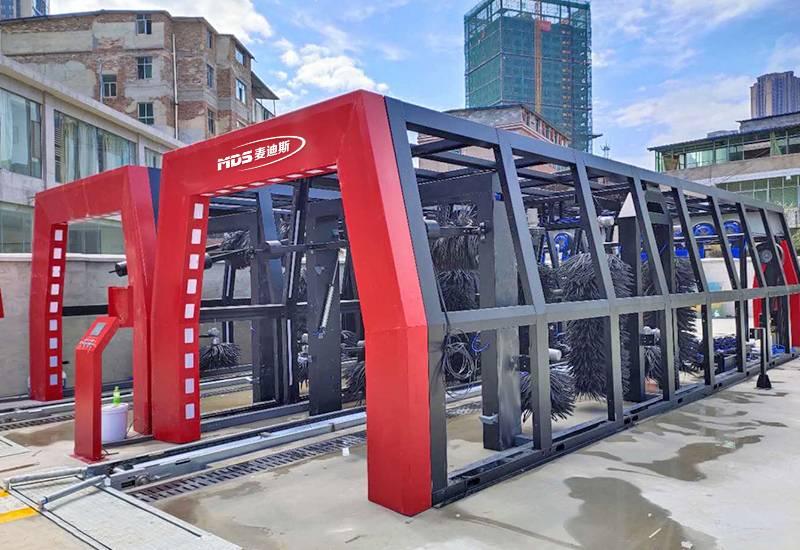 新款隧道式11刷洗车机