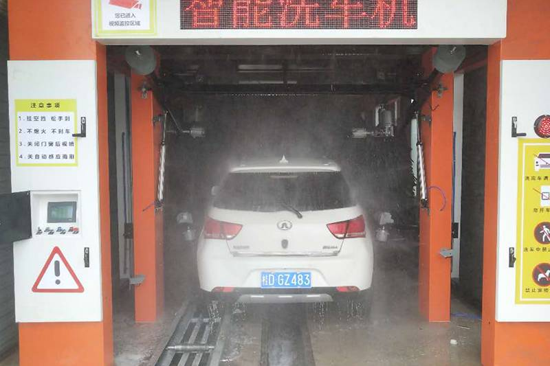 广西梧州隧道式洗车机安装案例