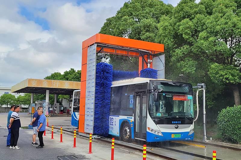 上海市金高路公交公司